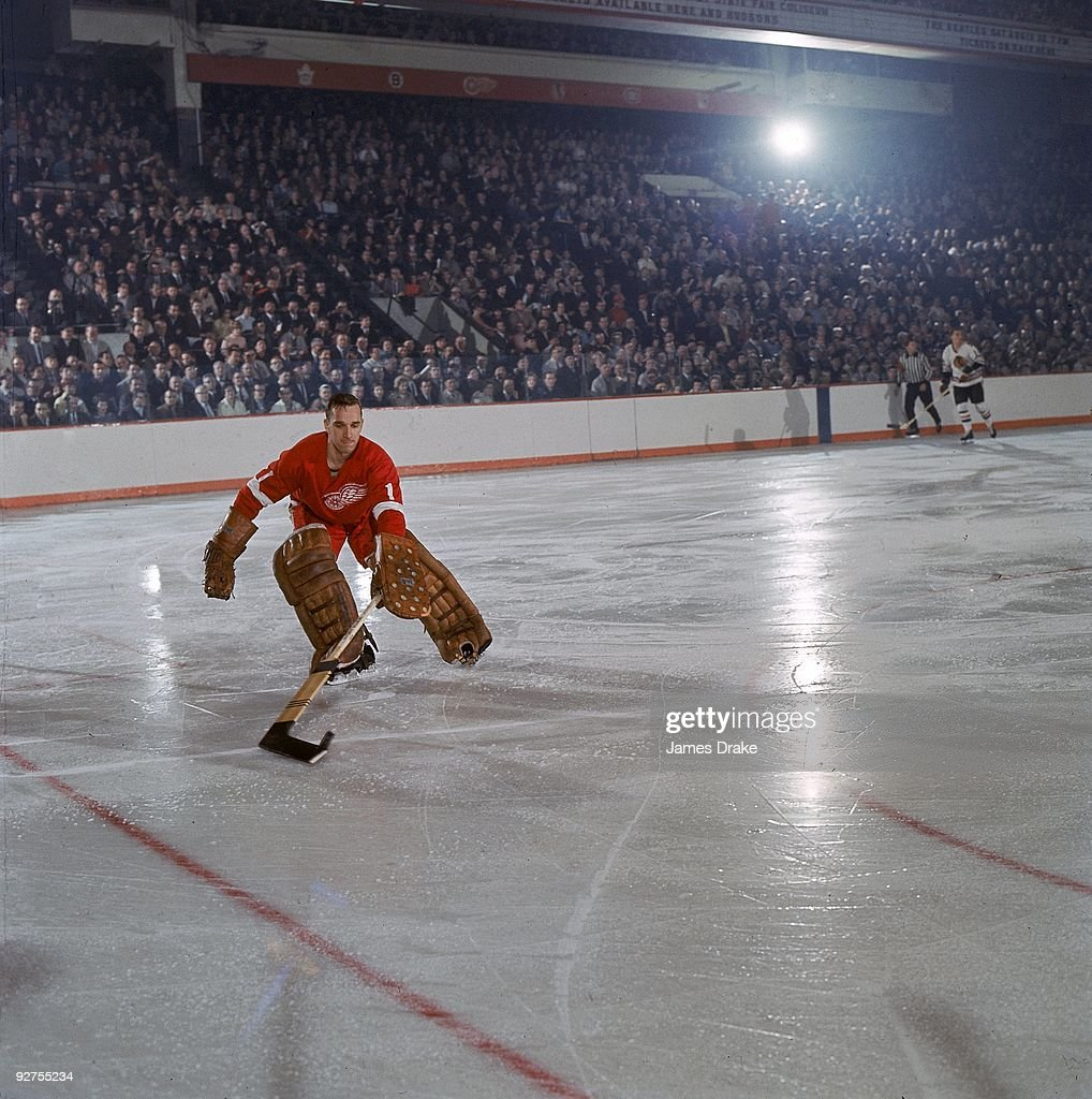 hockey-nhl-playoffs-detroit-red-wings-goalie-roger-crozier-in-action-picture-id92755234