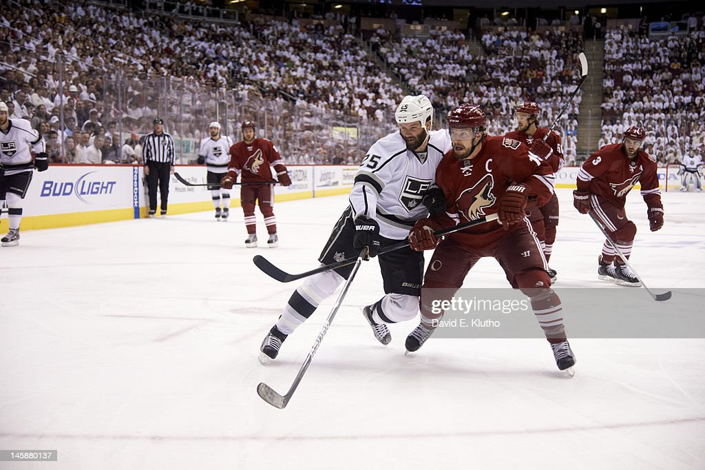 Los Angeles Kings v Phoenix Coyotes - Game Two : News Photo
