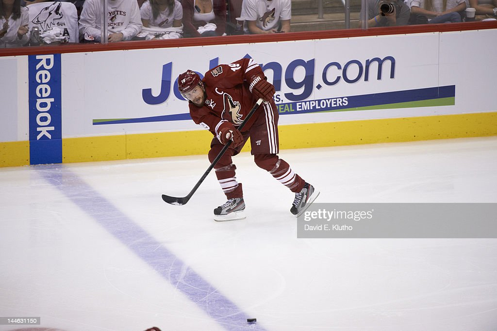 Los Angeles Kings v Phoenix Coyotes - Game One : News Photo