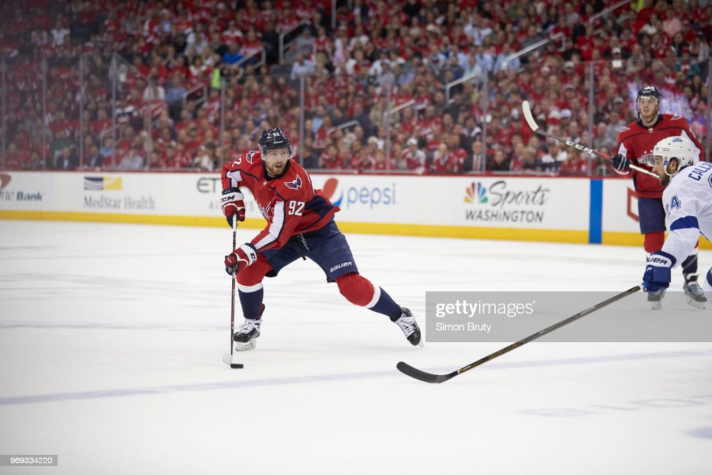 Washington Capitals Evgeny Kuznetsov (92) in action vs Tampa Bay Lightning  at Capital One 30a33b505d60