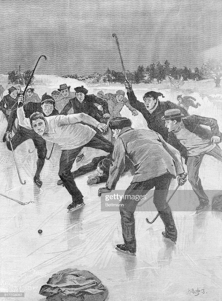 Men Playing Hockey : News Photo
