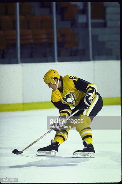 Pitts. Penguins Mario Lemieux in action alone vs New Jersey Devils.
