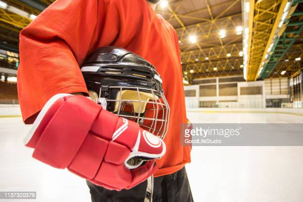 ホッケー選手 - アイスホッケーグローブ ストックフォトと画像