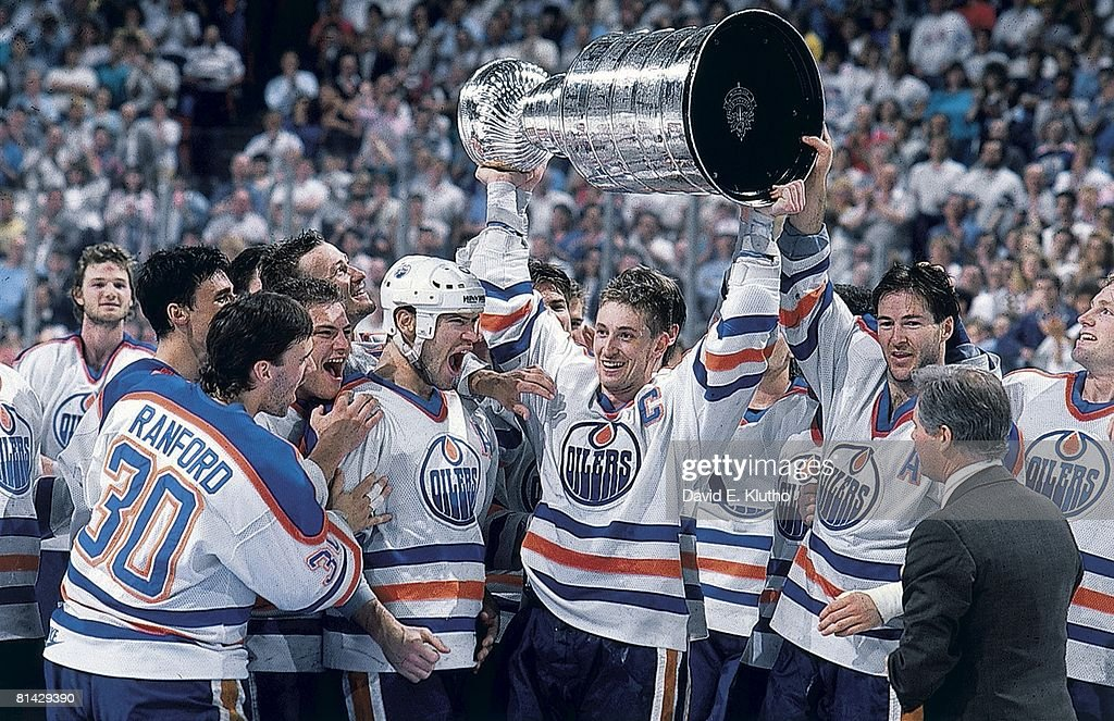 1988 Stanley Cup Finals - Game 5: Boston Bruins v Edmonton Oilers : News Photo