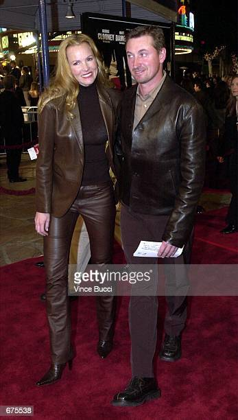 Hockey star Wayne Gretzky and wife Janet Jones attend the premiere of the film 'Ocean's Eleven' December 5 2001 in Los Angeles CA