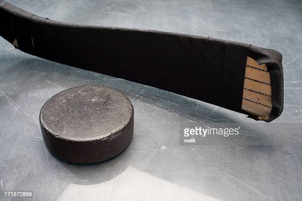 hockey stick & puck - ice hockey stick stock pictures, royalty-free photos & images