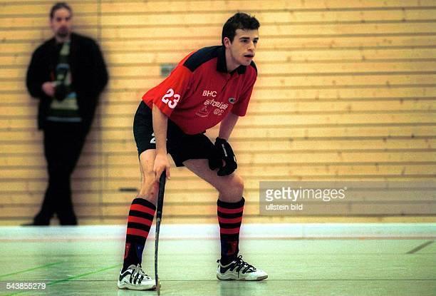 Hockeyspieler Florian Keller vom Berliner HC beim Hallenhockey