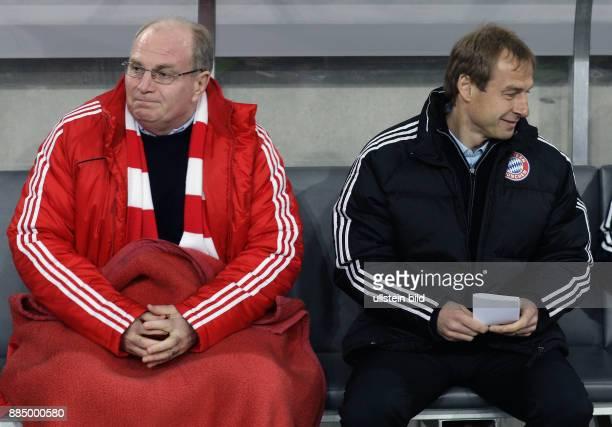 Hoeness Uli Fussball Manager FC Bayern Muenchen D neben Trainer Juergen Klinsmann waehrend des DFBPokalViertelfinales bei Bayer 04 Leverkusen in der...