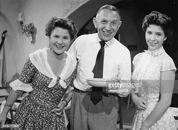 Hoerbiger Christiane *Schauspielerin AT mit Paula Wessely und Theo Lingen in 'Die Wirtin zur Goldenen Krone' AT 1955