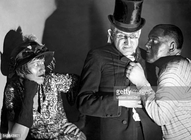 Hoerrmann Albert Schauspieler Germany*22041899 with Lotte Lenya and Hermann Speelmann in 'Das Lied von Hoboken' by Michael Gold Photographer Curt...