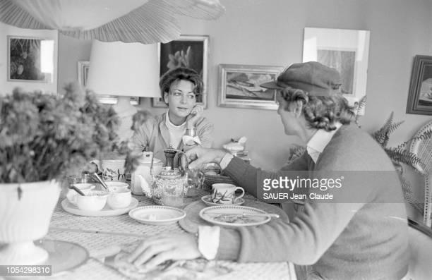 Hof bei Salzburg Autriche octobre 1977 Niki LAUDA pilote de Formule 1 autrichien chez lui près de Salzbourg avec son épouse Marlene KNAUS Ici se...