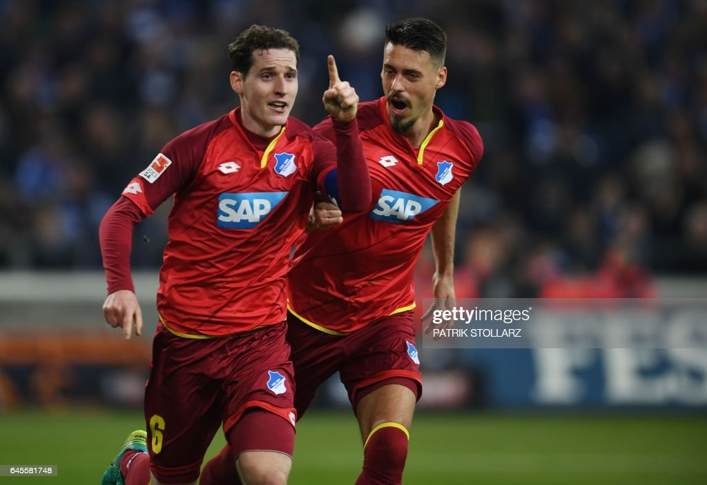 Hoffenheim's midfielder Sebastian Rudy and his teammates celebrate during the German first division Bundesliga football match of FC Schalke vs TSG Hoffenheim in Gelsenkirchen, western Germany, on February 26, 2017. / AFP / PATRIK