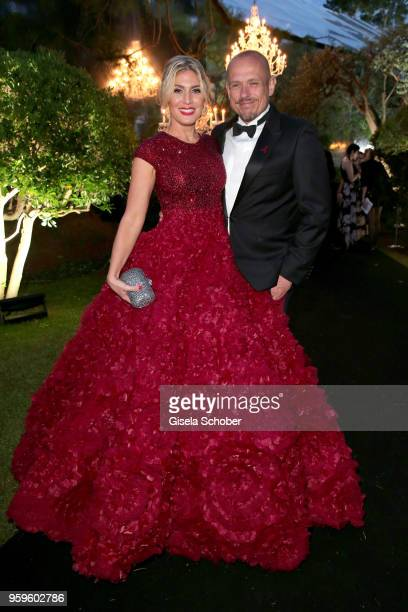Hofit Golan and Gery Keszler attend the amfAR Gala Cannes 2018 dinner at Hotel du CapEdenRoc on May 17 2018 in Cap d'Antibes France