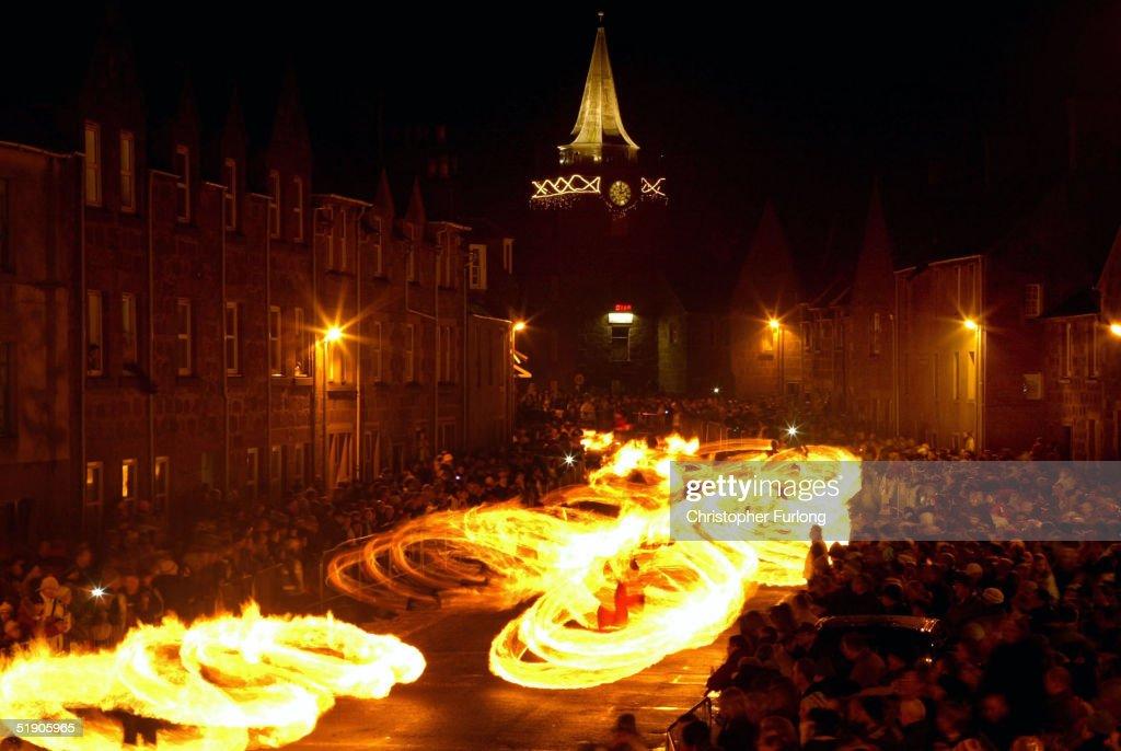 The Fireballs Hogmany Celebrations In Stonehaven : ニュース写真