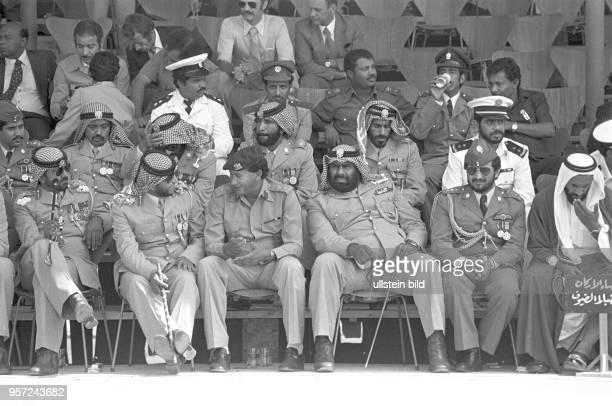 Hohe Militärs und Ehrengäste bei einer Militärparade in Bengasi im September 1979 anlässlich des 10 Jahrestages des Sturzes der Monarchie
