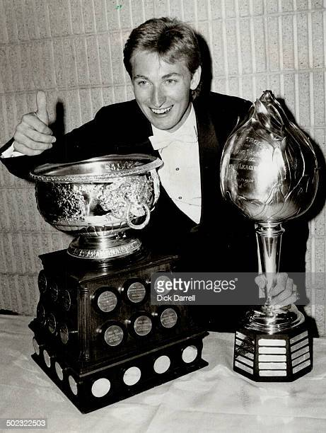 Hohum another Hart The great Wayne Gretzky won the Hart Trophy right for unprecedented fifth year in a row He also added another Art Ross Trophy left...