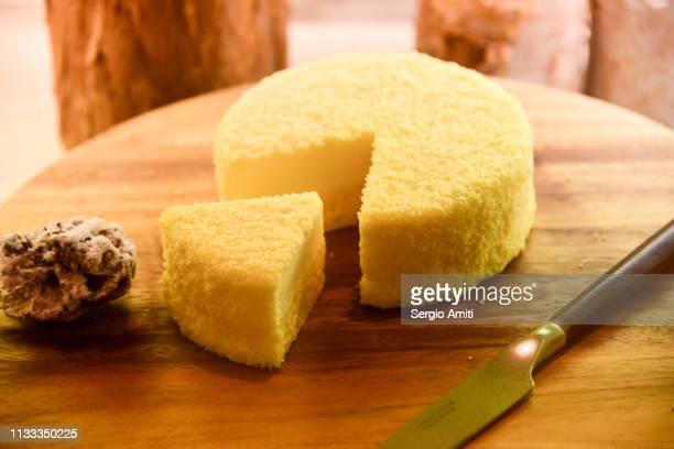 hokkaido double cheese cake - チーズケーキ ストックフォトと画像