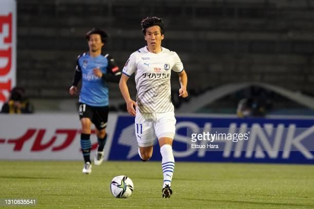 Hokuto Shimoda of Oita Trinta in action during the J.League Meiji Yasuda J1 match between Kawasaki Frontale and Oita Trinita at Todoroki Stadium on...