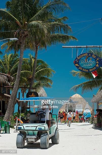 holbox island street scene, mexico - isla holbox fotografías e imágenes de stock