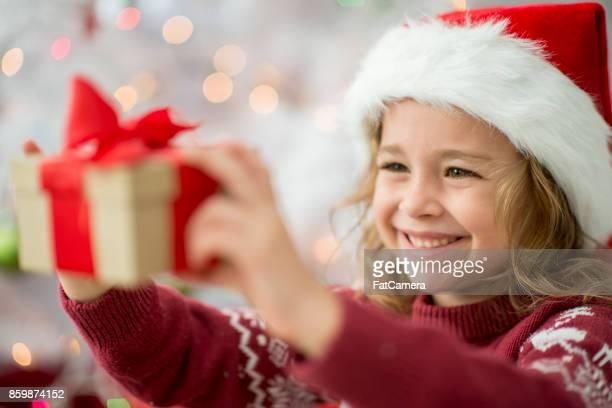 Halten Sie ein Geschenk