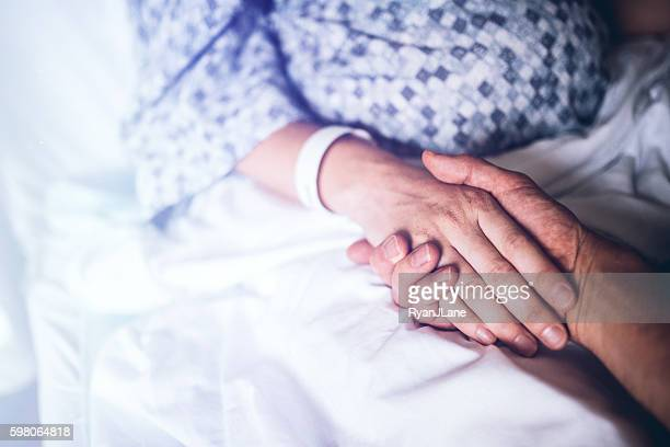holding hands in hospital bed - hospital imagens e fotografias de stock