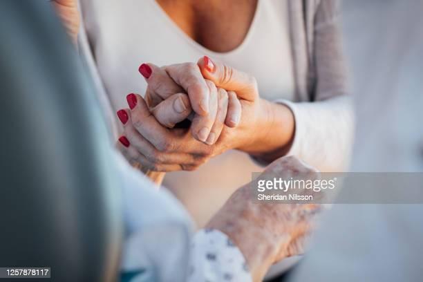 holding hands - nur erwachsene stock-fotos und bilder