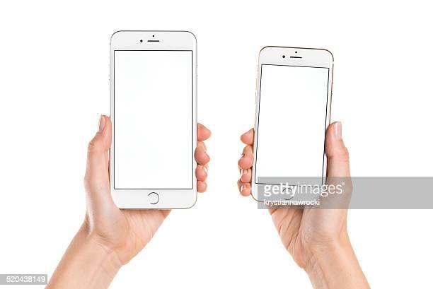 tenant iphone 6 et iphone 6 plus avec écran blanc - deux objets photos et images de collection