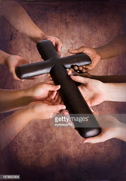 holding robuste cross zusammen - kreuz stock-fotos und bilder