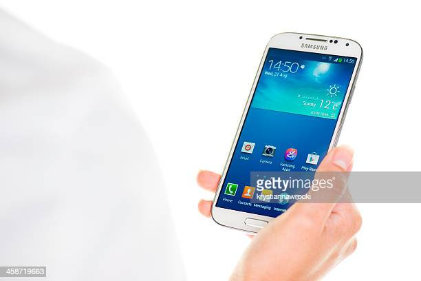 holding samsung galaxy s4 - samsung galaxy s4 stock pictures, royalty-free photos & images
