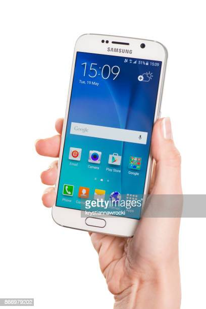 holding samsung galaxy s5 - samsung galaxy s stock pictures, royalty-free photos & images