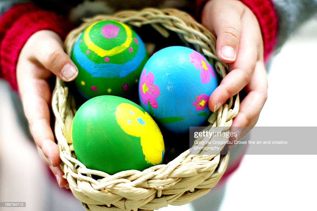 Holding the Easter eggs : Stock Photo