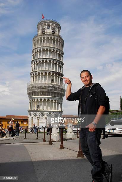 holding up pisa - pisa stockfoto's en -beelden