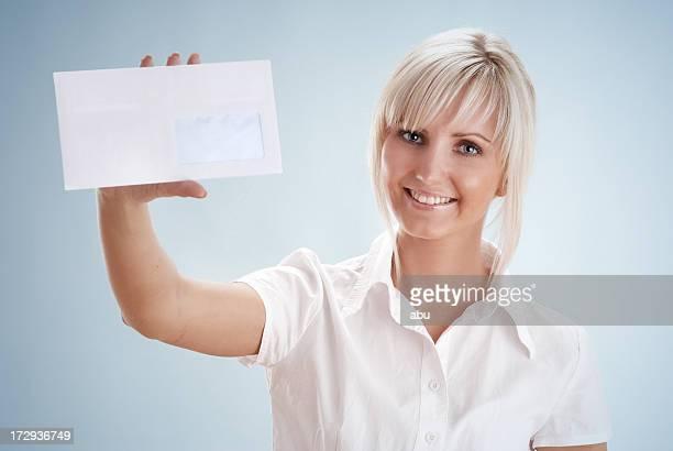 Holding weiße Briefumschlag