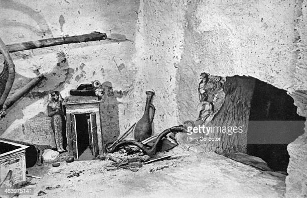 Hole made by robbers to gain admission to Tutankhamun's tomb Egypt 19331934 The discovery of Tutankhamun's tomb in 1922 by British archaeologist...