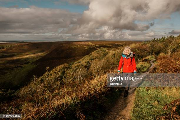 hole of horcum hike, yorkshire, england - york yorkshire stock pictures, royalty-free photos & images
