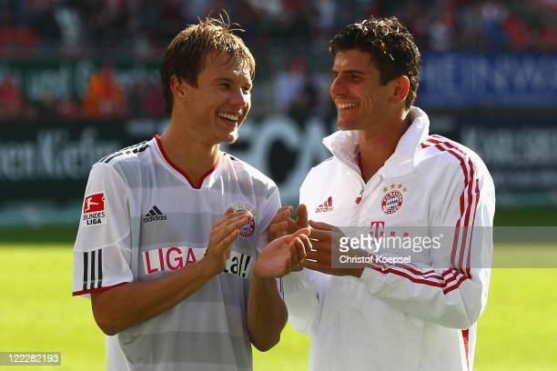 Holger Badstuber and Mario Gomez of Bayern celebrate after the Bundesliga match between 1 FC Kaiserslautern and FC Bayern Muenchen at...