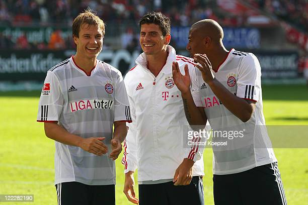 Holger Badstuber Mario Gomez and Jérome Boateng of Bayern celebrate after the Bundesliga match between 1 FC Kaiserslautern and FC Bayern Muenchen at...