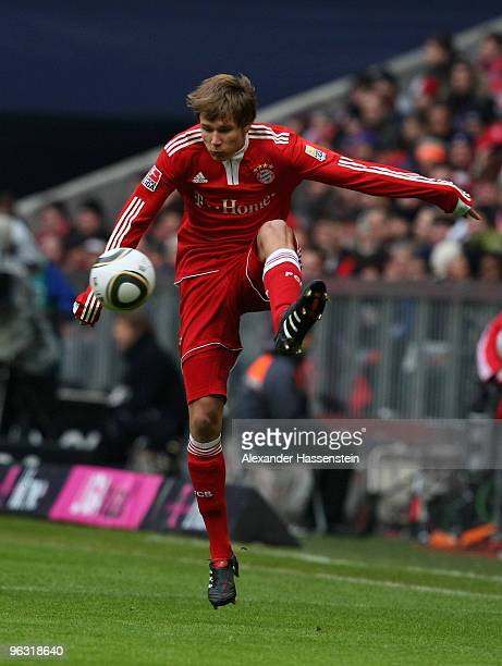 Holger Badstuber of Muenchen runs with the ball during the Bundesliga match between FC Bayern Muenchen and FSV Mainz 05 at Allianz Arena on January...