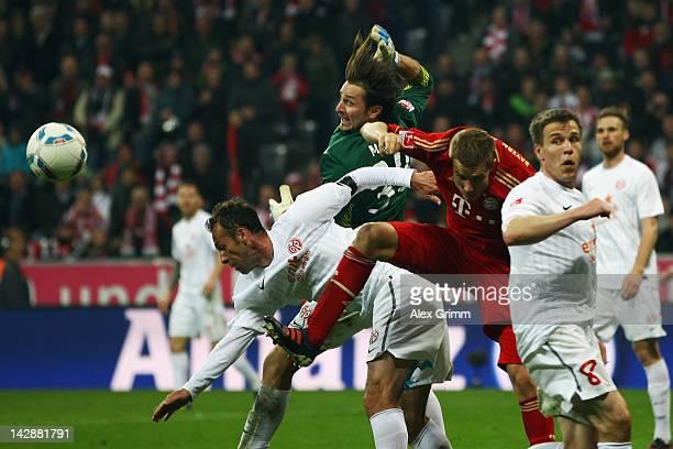 Holger Badstuber of Muenchen tries to score against goalkeeper Heinz Mueller Nikolce Noveski and Radoslav Zabavnik of Mainz during the Bundesliga...