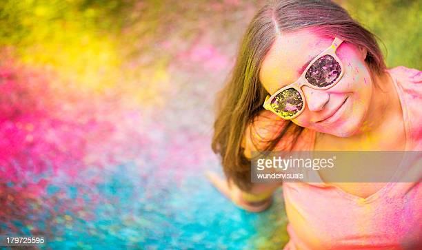 ホーリー祭の女の子、カラフルなコピースペース