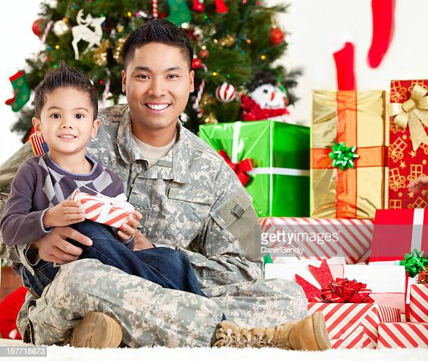 holiday army family portrait - army christmas stock pictures, royalty-free photos & images