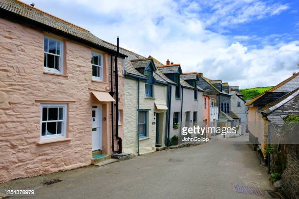 holiday cottages at port isaac, cornwall, uk - port isaac stock pictures, royalty-free photos & images