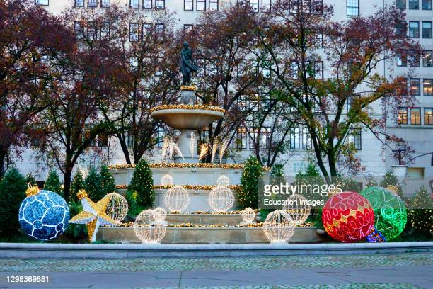 Holiday decorations at Pulitzer Fountain at the Plaza.