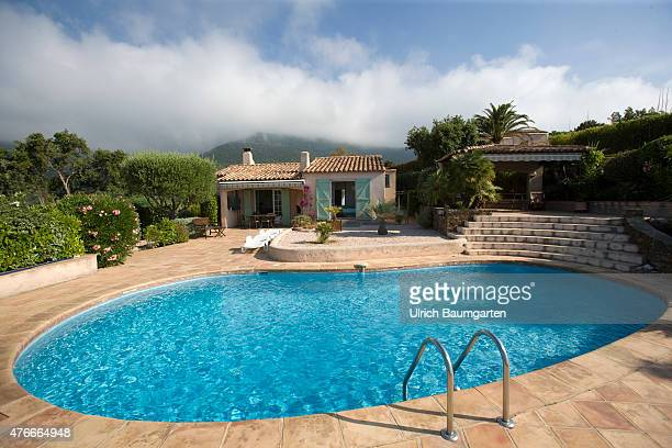 Holiday house with swimming pool in front of the Massif des Maures shrouded by clouds