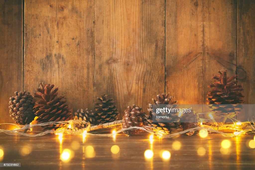 Weihnachtsbeleuchtung Tannenzapfen.Urlaubbild Mit Goldenen Kranz Weihnachtsbeleuchtung Und Tannenzapfen