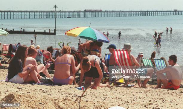 Holiday makers at Southend basking in more glorious sunshine Seaside resorts across Southern England were again chocabloc with sun worshippers...