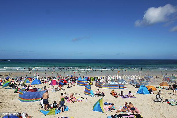 holiday makers at st ives beach - crowded beach stock pictures, royalty-free photos & images