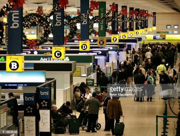 Holiday makers queue at terminal 1 departures area on December 21 2004 at Heathrow London More than a million passengers are expected to use the west...
