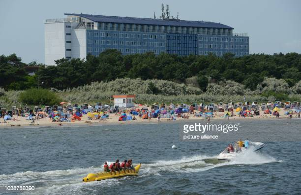 Holiday makers take advantage of the sun and warm temperatures for a day out to the beach on Usedom Island in Zinnowitz,Germany, 09 July 2013....