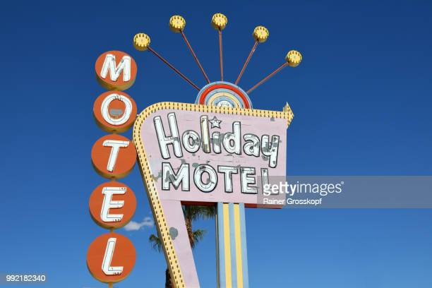 holiday motel sign in las vegas - rainer grosskopf stock pictures, royalty-free photos & images